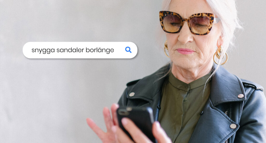"""Kvinna som söker efter """"snygga sandaler borlänge"""" på sin mobil"""